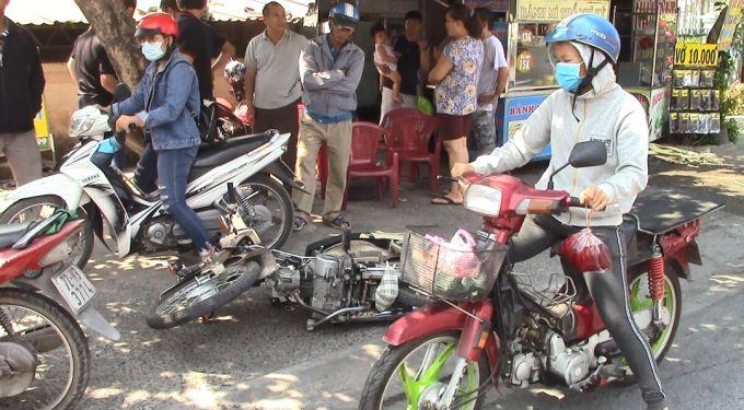 Bình Dương: Ô tô 'điên' tông hàng loạt phương tiện, 2 vợ chồng bị thương Ảnh 3