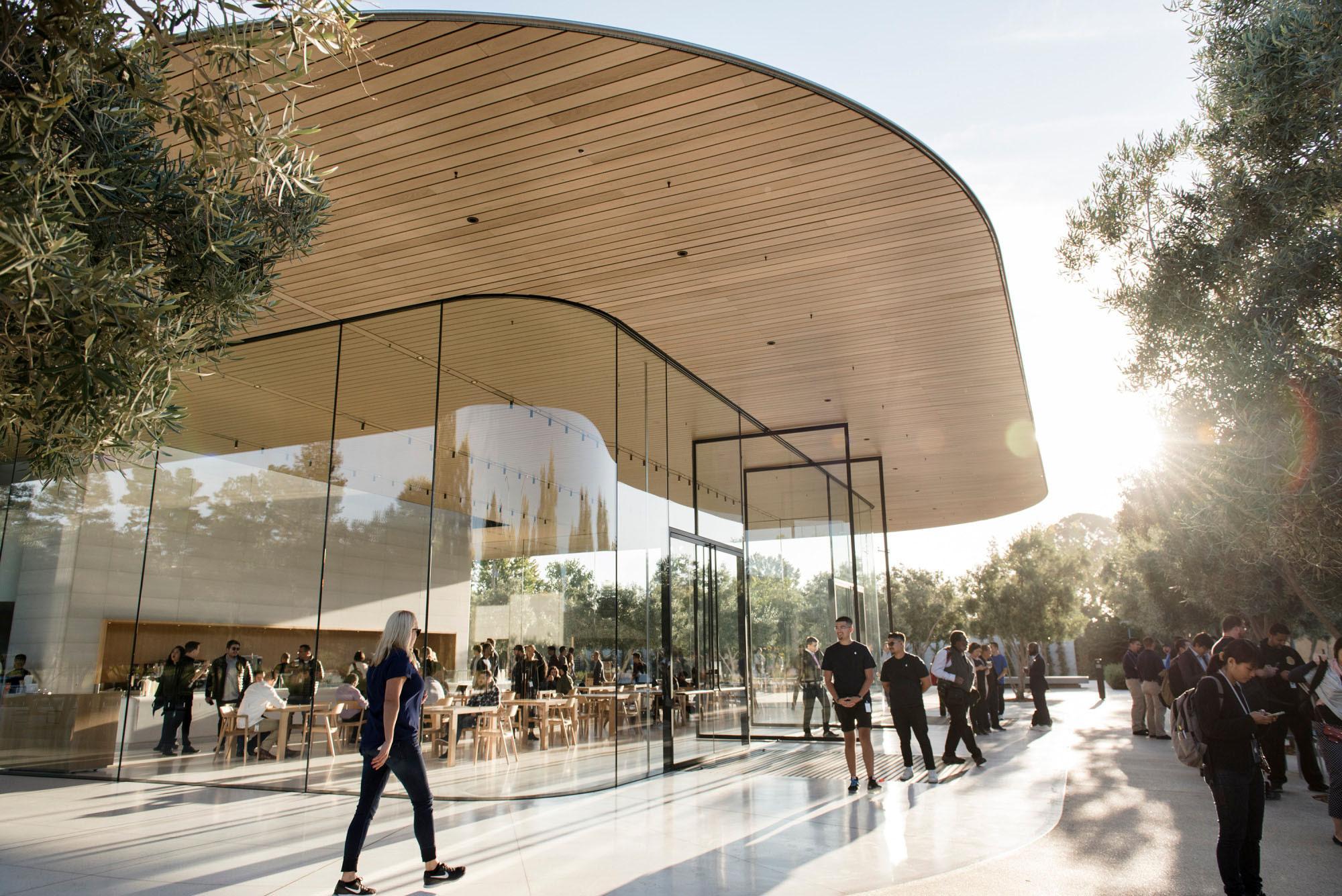 'Căn cứ phụ' của Apple - nơi dìm chết những ước mơ non trẻ Ảnh 2