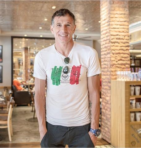 Cựu danh thủ Aleksandar Duric: 'Bóng đá Việt Nam đã vượt tầm khu vực' Ảnh 1