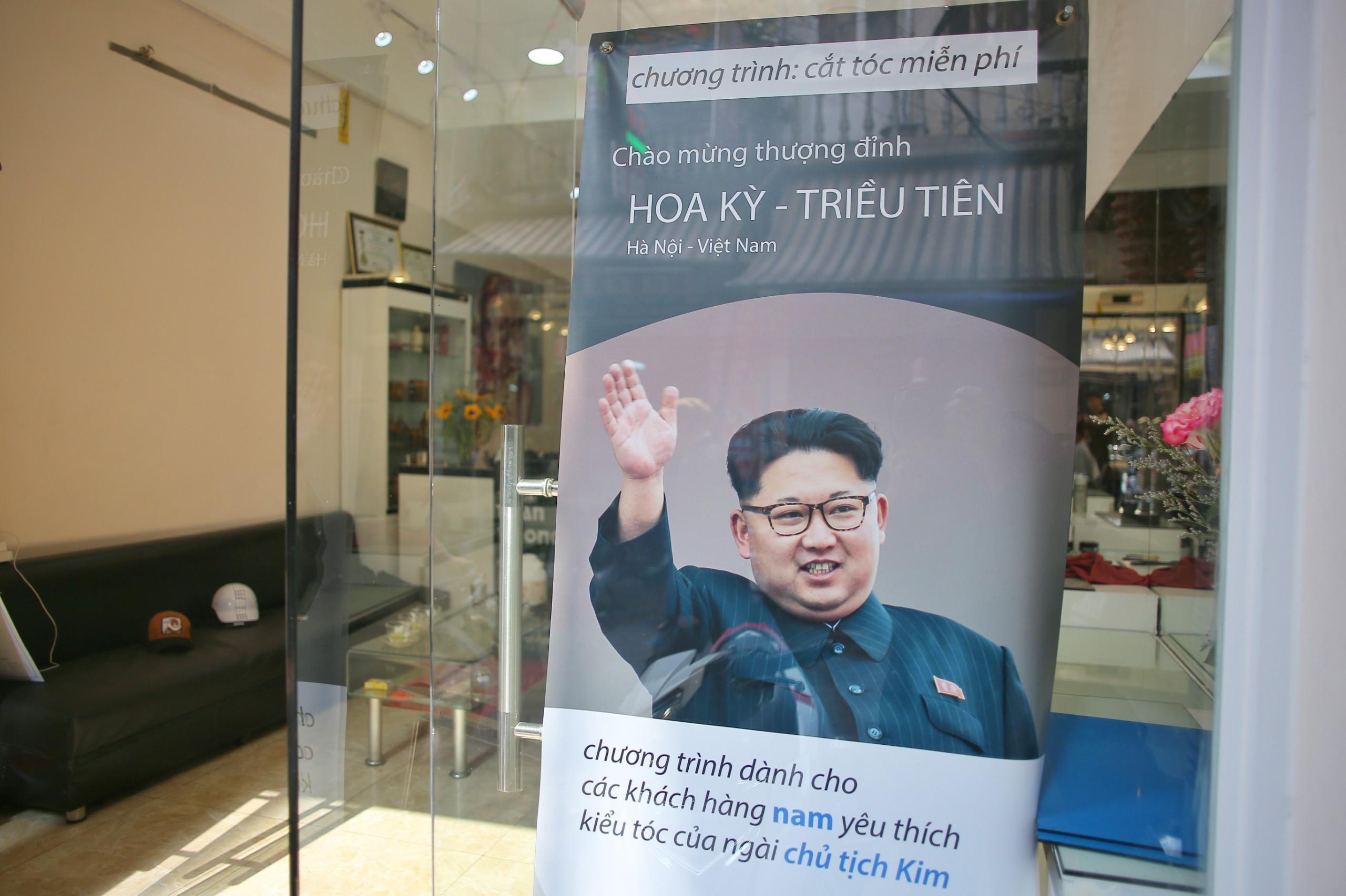 Miễn phí cắt tóc kiểu ông Trump, Kim Jong Un tại Hà Nội Ảnh 5
