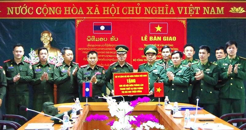 Trao tặng Bộ đội Biên phòng Lào thiết bị văn phòng trị giá 600 triệu đồng Ảnh 1