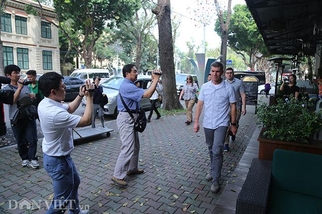 PV quốc tế bủa vây các khách sạn ở Hà Nội săn tin ông Trump - Kim Ảnh 6