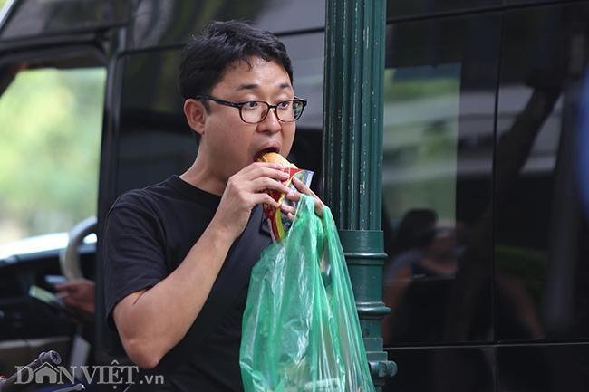 PV quốc tế bủa vây các khách sạn ở Hà Nội săn tin ông Trump - Kim Ảnh 5