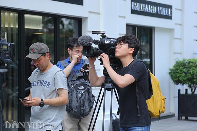 PV quốc tế bủa vây các khách sạn ở Hà Nội săn tin ông Trump - Kim Ảnh 4