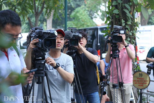 PV quốc tế bủa vây các khách sạn ở Hà Nội săn tin ông Trump - Kim Ảnh 3