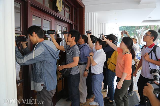 PV quốc tế bủa vây các khách sạn ở Hà Nội săn tin ông Trump - Kim Ảnh 8