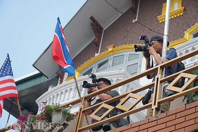 PV quốc tế bủa vây các khách sạn ở Hà Nội săn tin ông Trump - Kim Ảnh 9