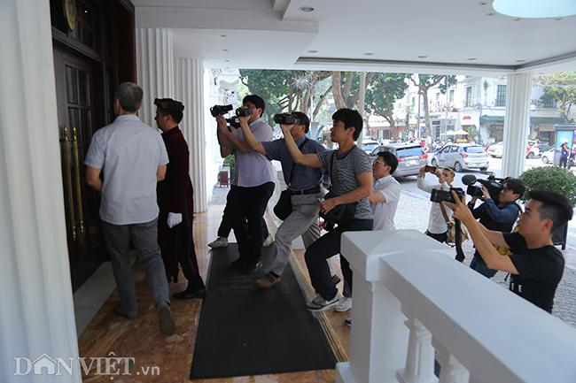 PV quốc tế bủa vây các khách sạn ở Hà Nội săn tin ông Trump - Kim Ảnh 7