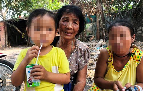 Vụ người cha bị đâm chết vì tưởng là kẻ bắt cóc: Lời thanh minh của cụ bà bán vé số Ảnh 1
