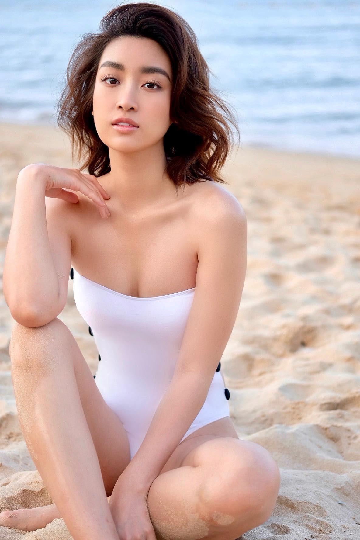 Hoa hậu Đỗ Mỹ Linh khoe vóc dáng gợi cảm với đồ bơi Ảnh 4