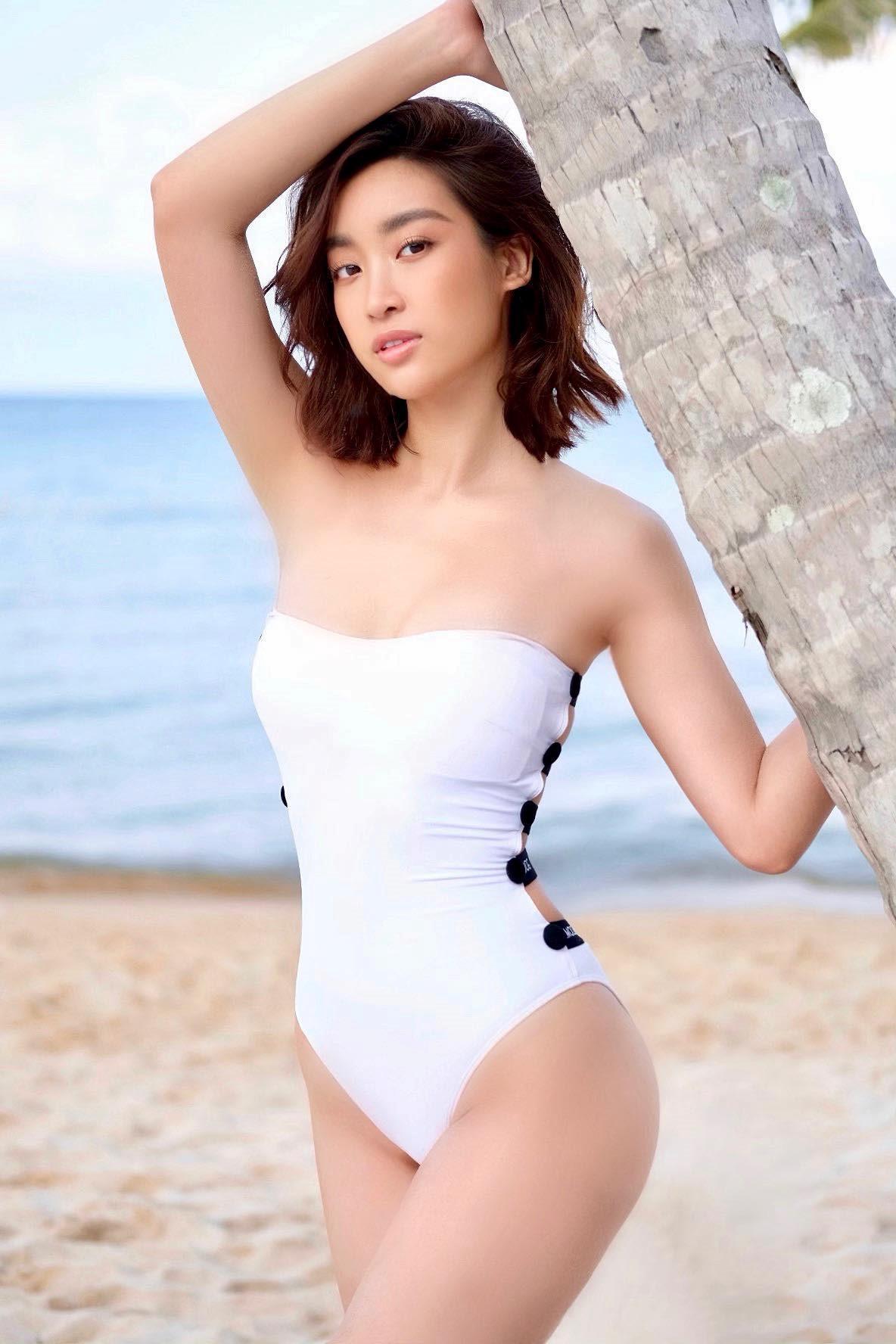 Hoa hậu Đỗ Mỹ Linh khoe vóc dáng gợi cảm với đồ bơi Ảnh 2
