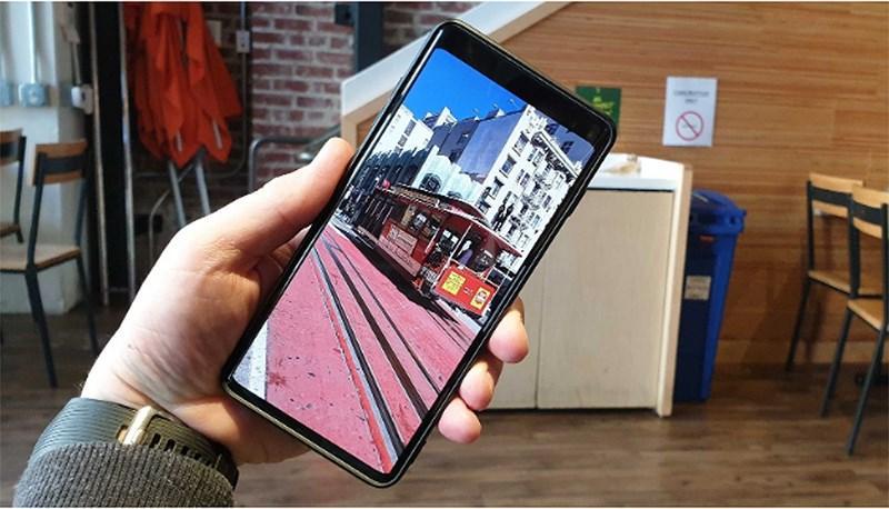 Galaxy S10 'có họ hàng' với Bphone 3? Ảnh 1