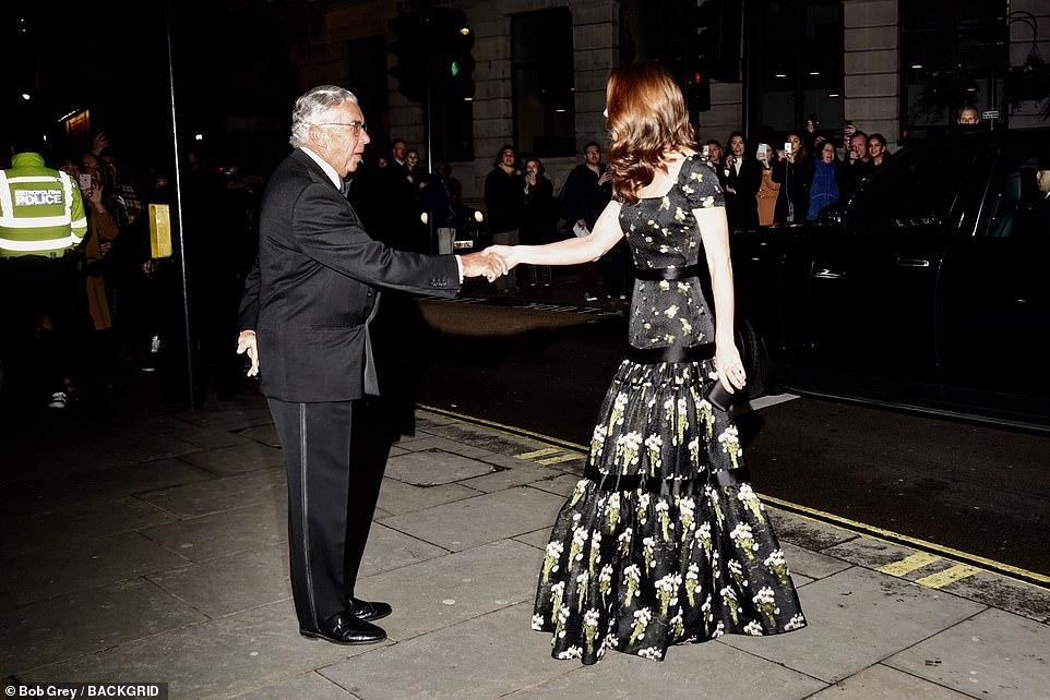 Công nương Kate Middleton đẹp hút mắt, thả dáng thon với đầm thướt tha Ảnh 3