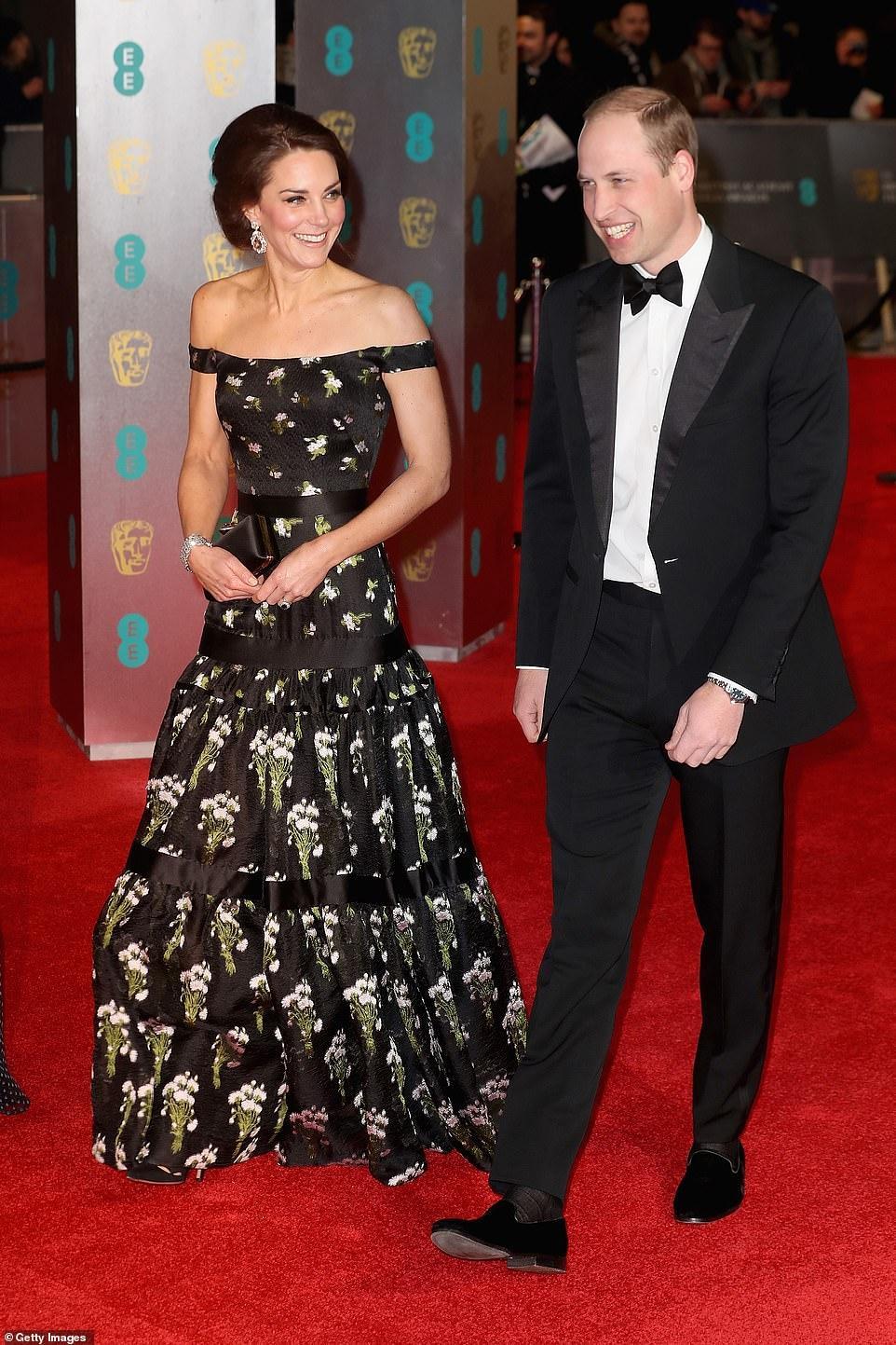Công nương Kate Middleton đẹp hút mắt, thả dáng thon với đầm thướt tha Ảnh 2