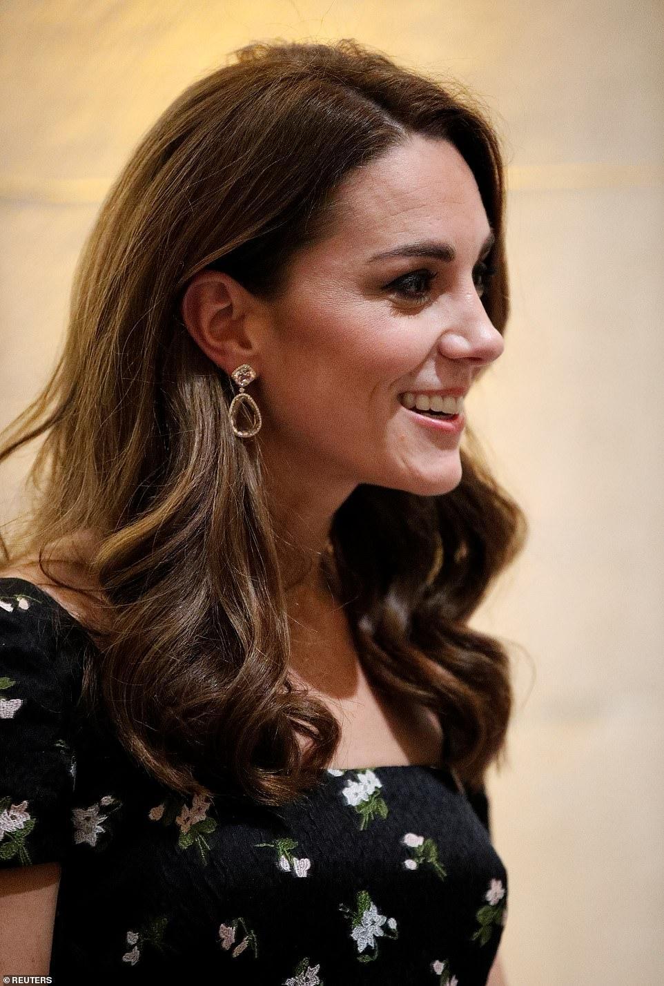 Công nương Kate Middleton đẹp hút mắt, thả dáng thon với đầm thướt tha Ảnh 8