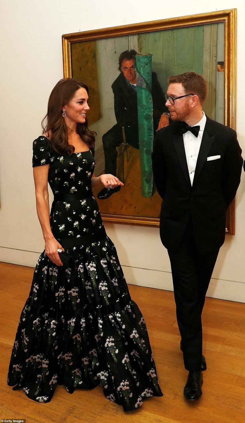 Công nương Kate Middleton đẹp hút mắt, thả dáng thon với đầm thướt tha Ảnh 6