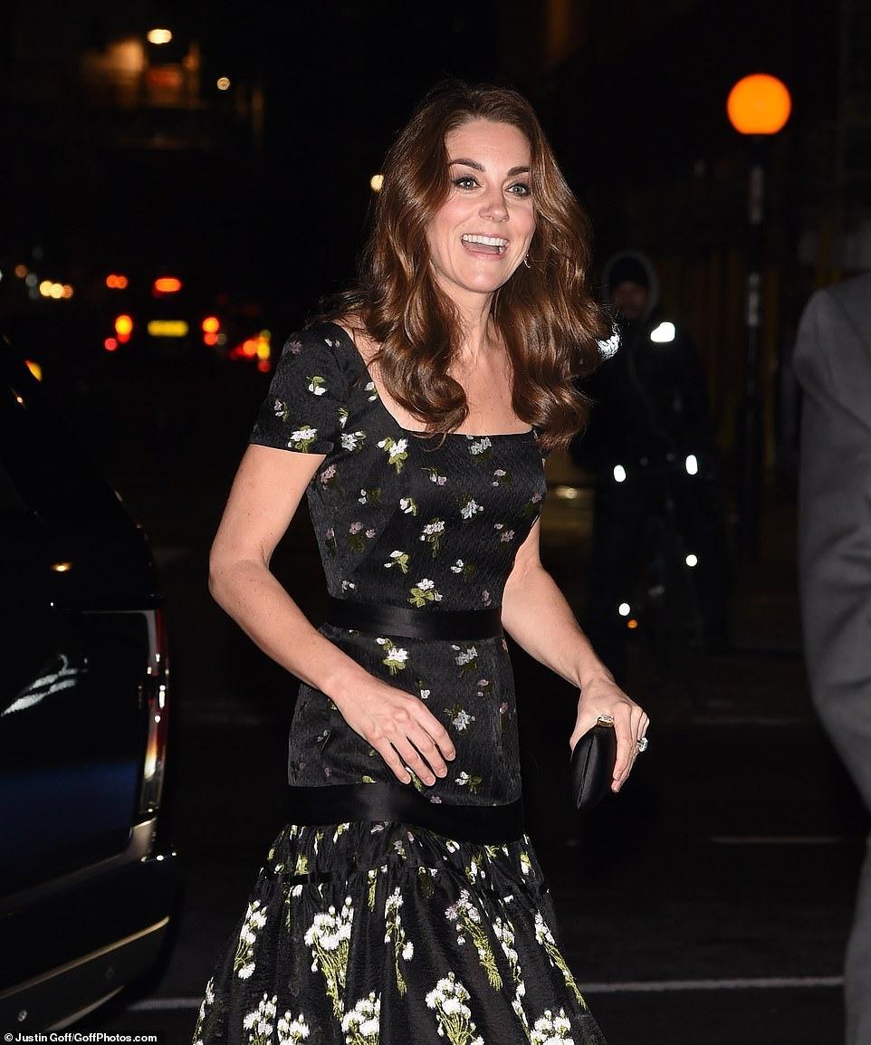 Công nương Kate Middleton đẹp hút mắt, thả dáng thon với đầm thướt tha Ảnh 4
