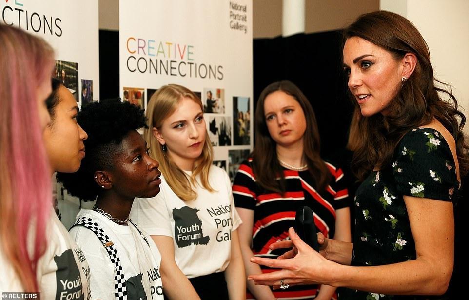 Công nương Kate Middleton đẹp hút mắt, thả dáng thon với đầm thướt tha Ảnh 10