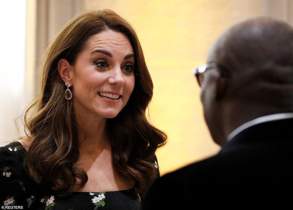 Công nương Kate Middleton đẹp hút mắt, thả dáng thon với đầm thướt tha Ảnh 7