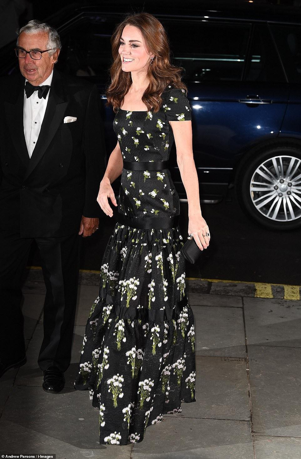 Công nương Kate Middleton đẹp hút mắt, thả dáng thon với đầm thướt tha Ảnh 1
