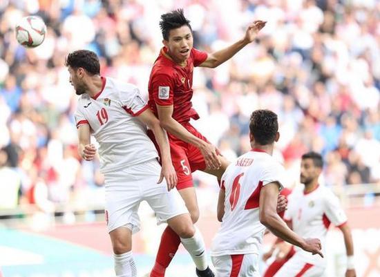 Văn Hậu lọt tầm ngắm câu lạc bộ Đức, xác định 8 đội vào tứ kết Champions League Ảnh 1