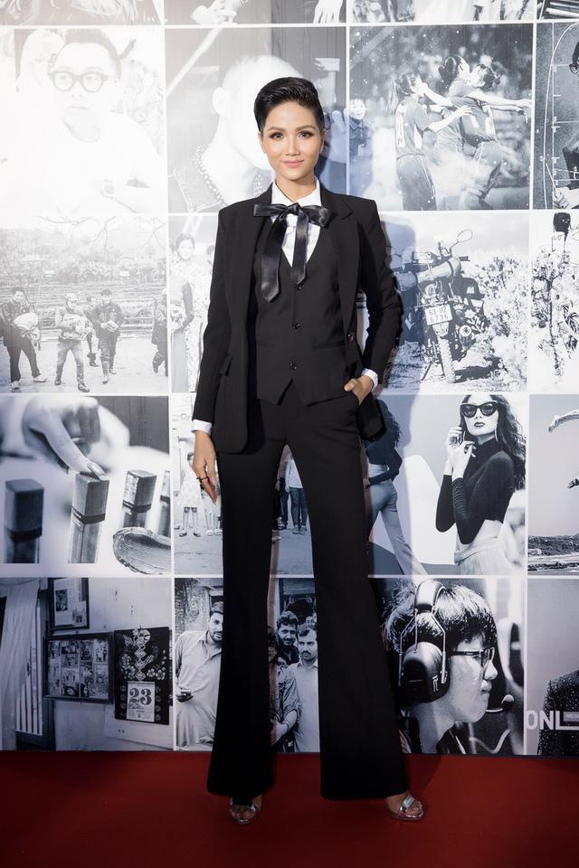 Cả Jessica Jung và Hoa hậu H'hen Niê đều chuộng cách kéo dài chân cực đỉnh Ảnh 9