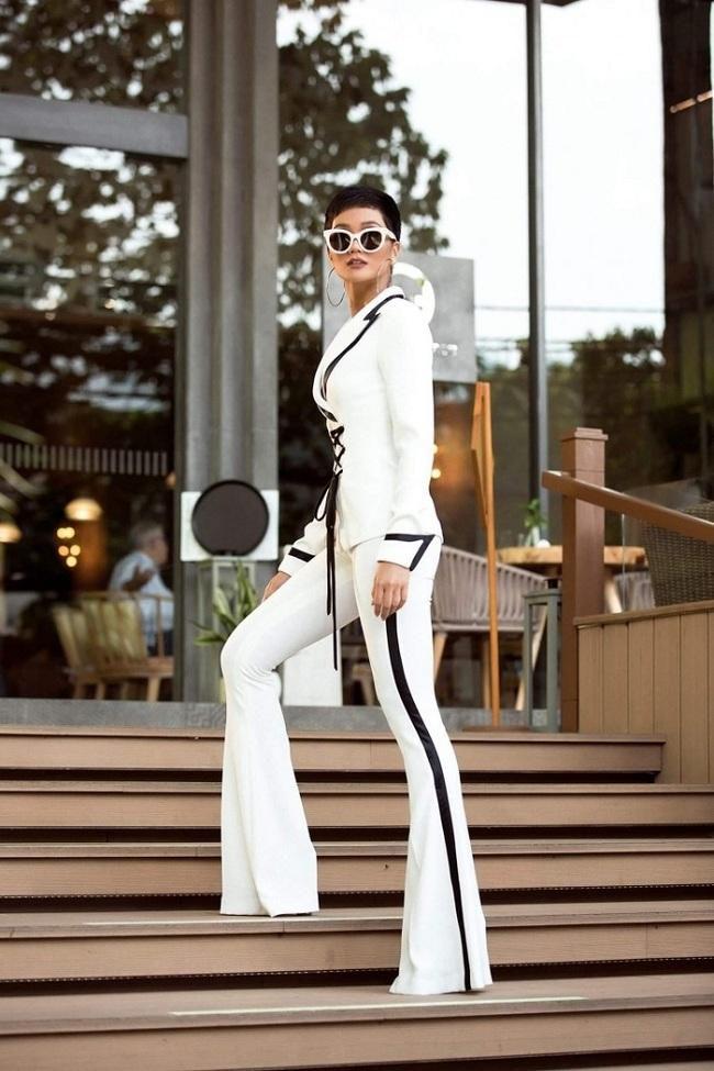 Cả Jessica Jung và Hoa hậu H'hen Niê đều chuộng cách kéo dài chân cực đỉnh Ảnh 7