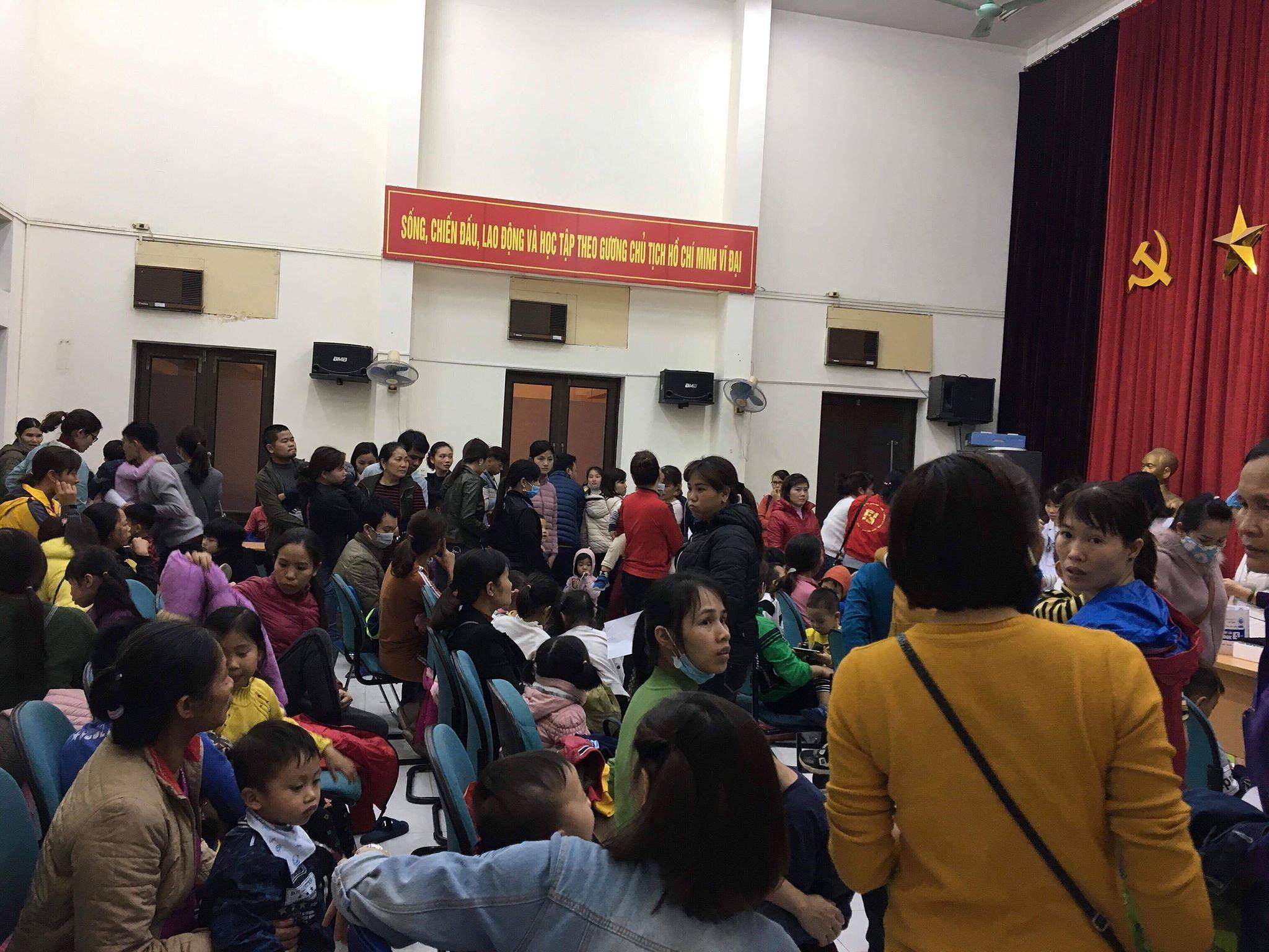 Cả nghìn trẻ Bắc Ninh về Hà Nội xét nghiệm sán lợn: BV không còn chỗ chen chân Ảnh 1