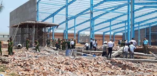 Công ty xây dựng bức tường bị sập khiến 6 người chết ở Vĩnh Long nói gì? Ảnh 1