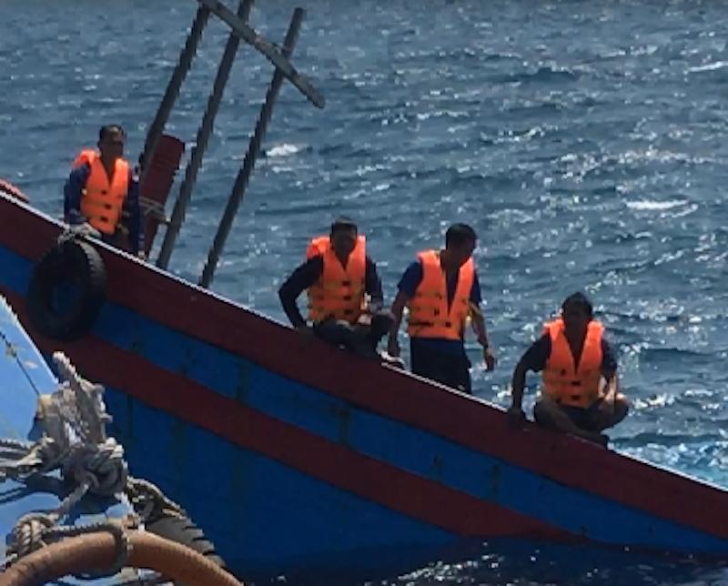 Ngư dân bàng hoàng kể bị tàu Trung Quốc ép chìm trên biển Ảnh 3