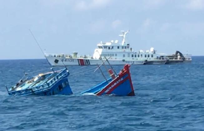 Ngư dân bàng hoàng kể bị tàu Trung Quốc ép chìm trên biển Ảnh 1