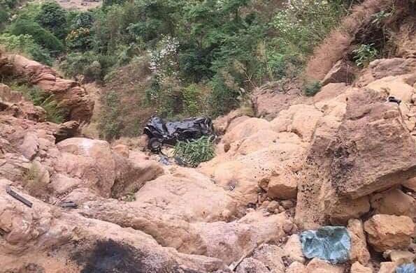Bé gái 11 tuổi thoát chết khi ôtô lao xuống vực sâu 400 mét Ảnh 2