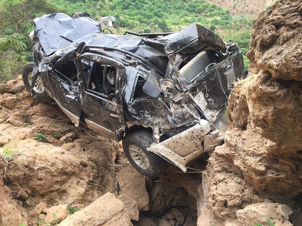 Bé gái 11 tuổi thoát chết khi ôtô lao xuống vực sâu 400 mét Ảnh 1