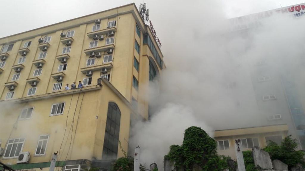 Một người tử vong trong vụ cháy tổ hợp khách sạn ở Nghệ An Ảnh 1