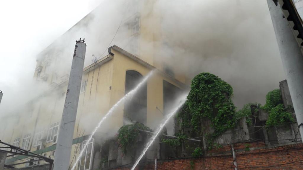 Một người tử vong trong vụ cháy tổ hợp khách sạn ở Nghệ An Ảnh 3