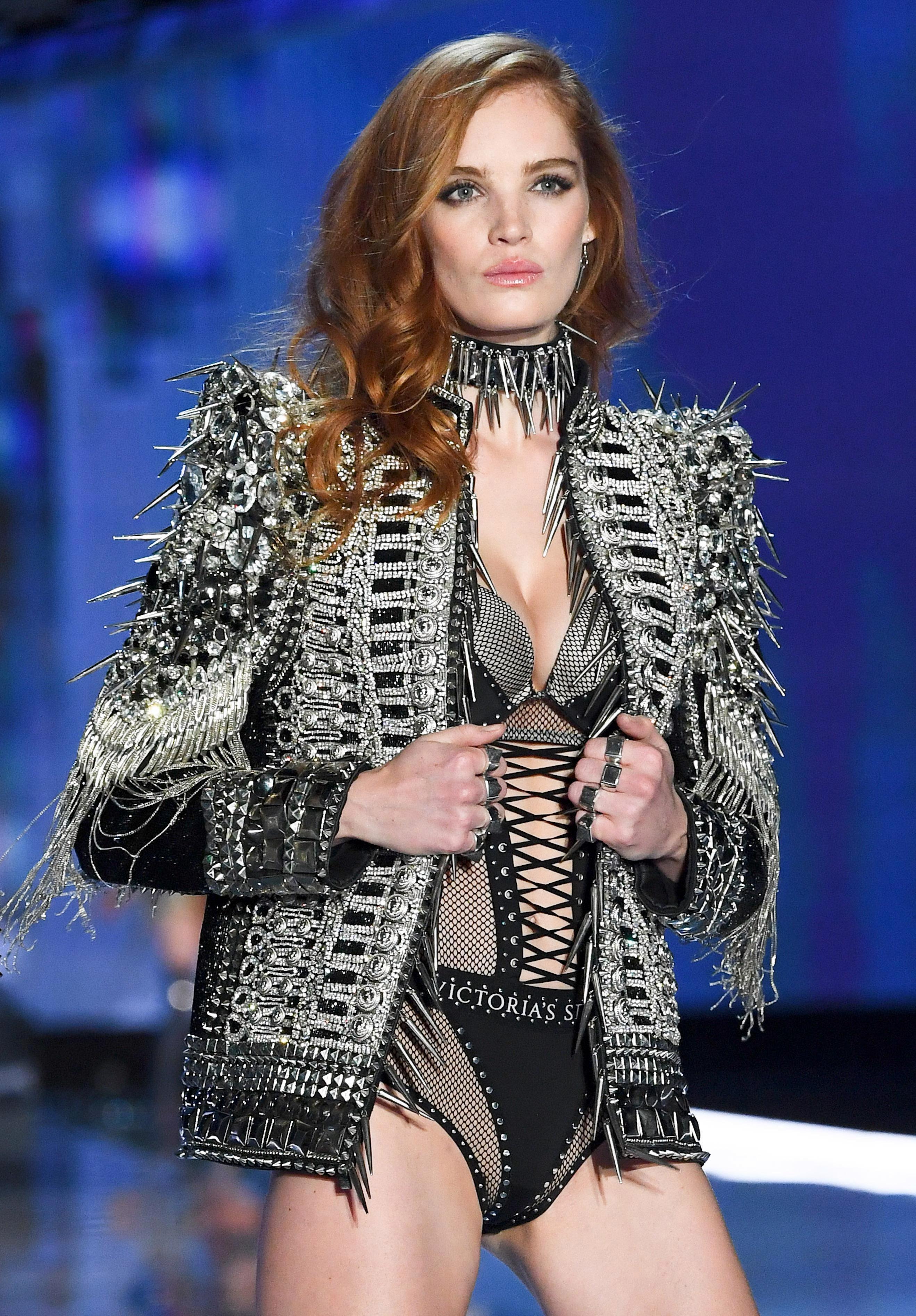 Thiên thần Victoria's Secret mới 'nghiện' đăng ảnh khoe vòng một Ảnh 1