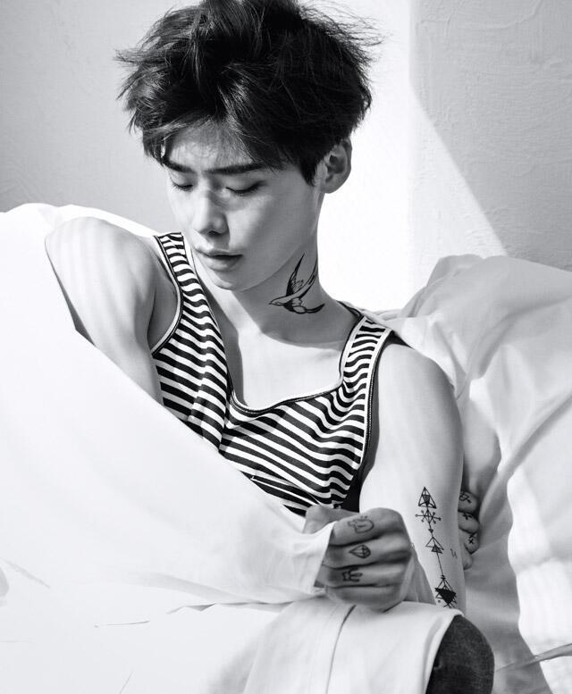 Trong lúc đang nhập ngũ, hình xăm của Lee Jong Suk chụp cho tạp chí Ceci 2014 bỗng gây sốt trở lại Ảnh 7