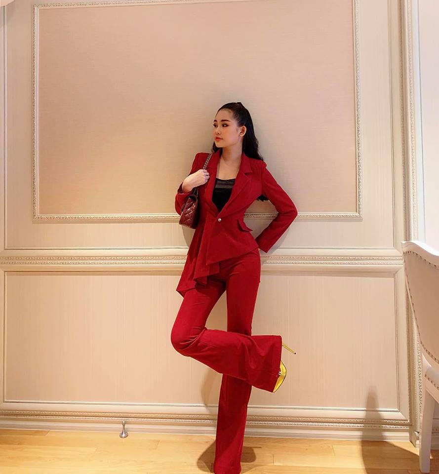 Lê Âu Ngân Anh diện suit đỏ rực chứng tỏ mình không hề thua kém cánh chị em hoa hậu Ảnh 3