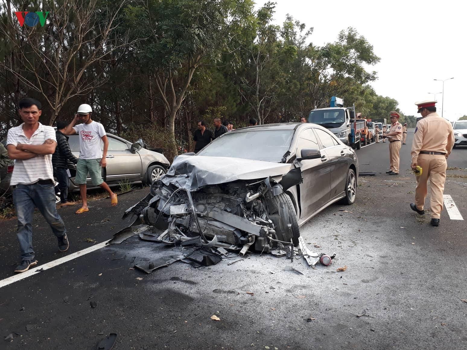 Lâm Đồng: hai ô tô đối đầu trên cao tốc khiến 4 người thương vong Ảnh 1