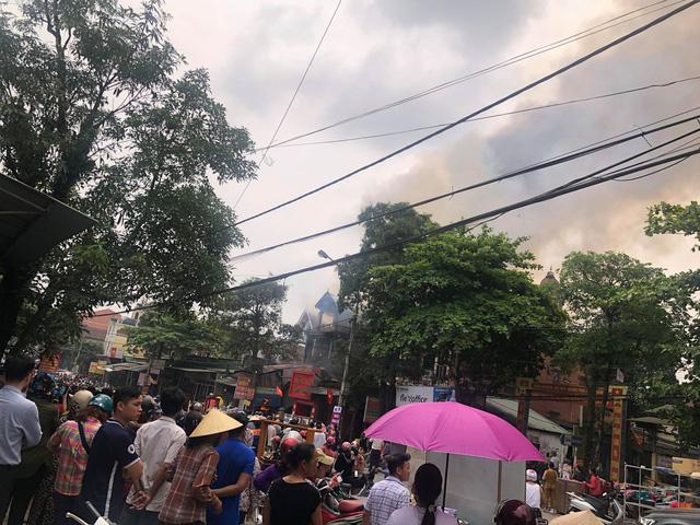 Hà Tĩnh: Cháy lớn xưởng ô tô gần khu vực chợ trung tâm Ảnh 1