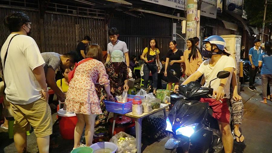 Người Sài Gòn chung tay mua trứng giúp cụ ông 90 tuổi vẫn mưu sinh Ảnh 9