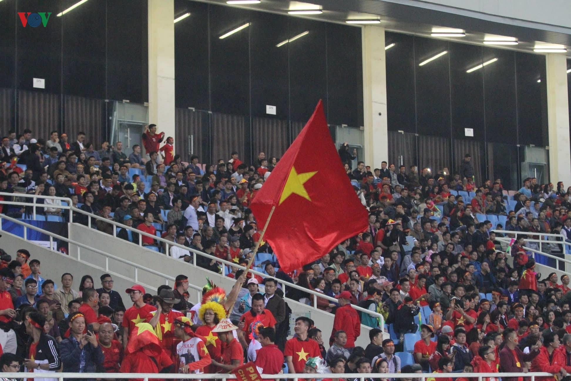 Đấu với U23 Thái Lan, CĐV U23 Việt Nam 'mở hội' trên sân Mỹ Đình Ảnh 7