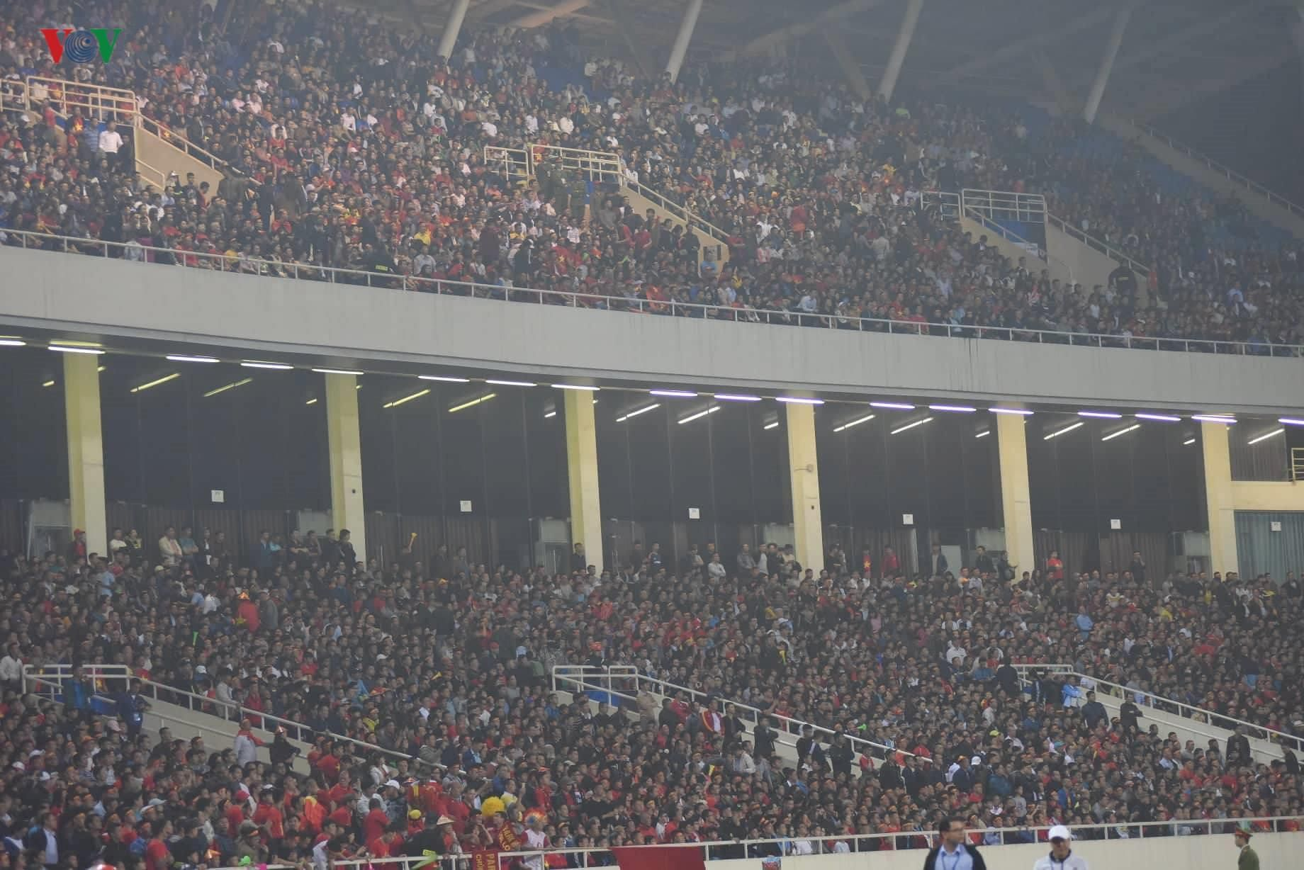 Đấu với U23 Thái Lan, CĐV U23 Việt Nam 'mở hội' trên sân Mỹ Đình Ảnh 4