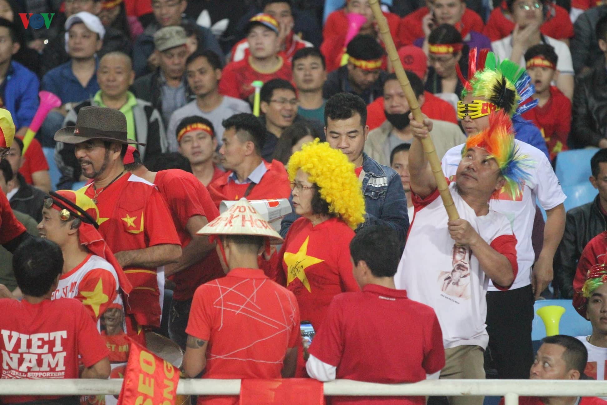 Đấu với U23 Thái Lan, CĐV U23 Việt Nam 'mở hội' trên sân Mỹ Đình Ảnh 5