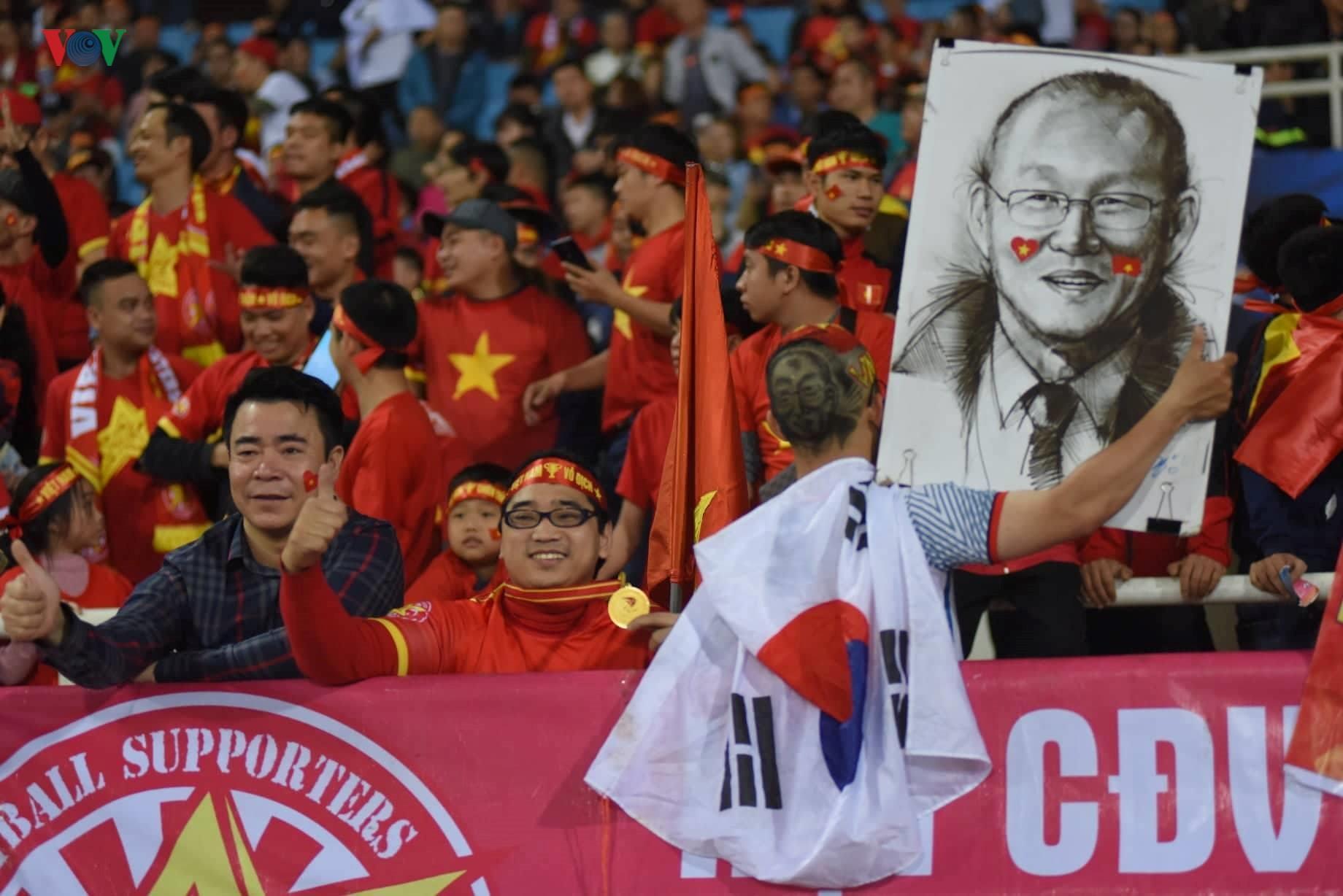 Đấu với U23 Thái Lan, CĐV U23 Việt Nam 'mở hội' trên sân Mỹ Đình Ảnh 8