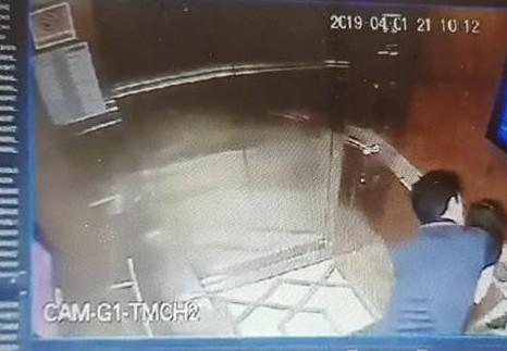 Vụ bé gái bị sàm sỡ trong thang máy: Đối tượng có biểu hiện của hành vi ấu dâm Ảnh 2
