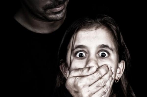 Vụ bé gái bị sàm sỡ trong thang máy: Đối tượng có biểu hiện của hành vi ấu dâm Ảnh 3