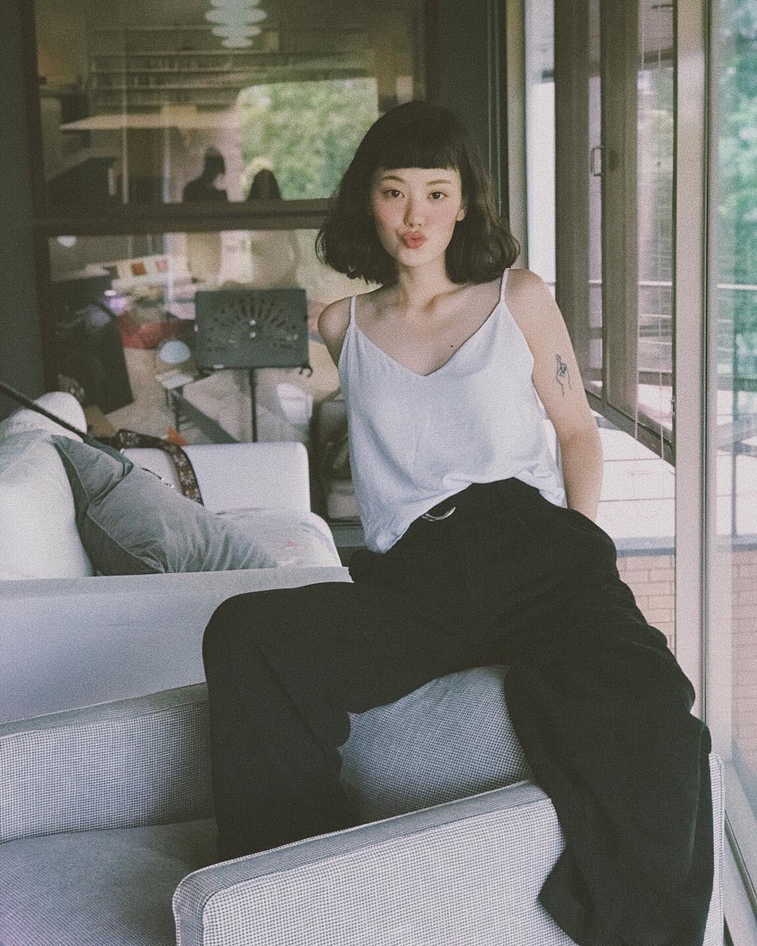 Hot girl Thái Lan chỉ mặc đồ cơ bản, giá rẻ bèo vẫn nổi khắp châu Á Ảnh 3