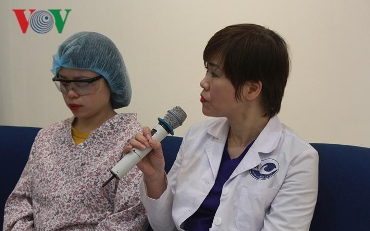 Ca mổ vài chục giây giúp bệnh nhân cận thị, loạn thị phục hồi thị lực Ảnh 2