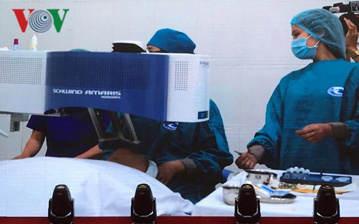 Ca mổ vài chục giây giúp bệnh nhân cận thị, loạn thị phục hồi thị lực Ảnh 1